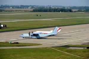 Samolot CASA wPowidzu