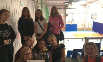 III miejsce dziewcząt wSztafetowych Biegach Przełajowych.