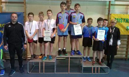 Chłopcy Mistrzami Powiatu Słupeckiego wdrużynowym tenisie stołowym